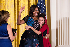michelle_obama_hugging_noemi_negron